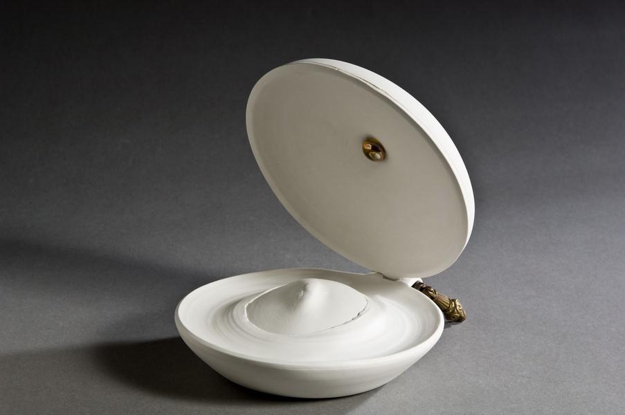 1.A poudriere, Interior Accesoires, 2011 porcelain applied sculpture, Keramikmuseum Westerwald,