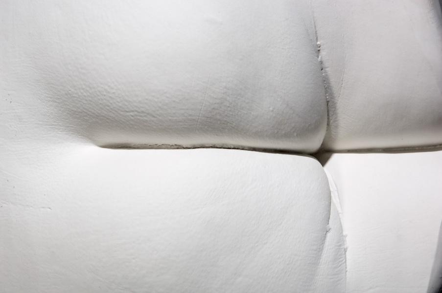 3.Footchair, detail, Interior Accesoires, 2011 casted porcelain, applied ceramic sculpture, Keramikmuseum Westerwald,