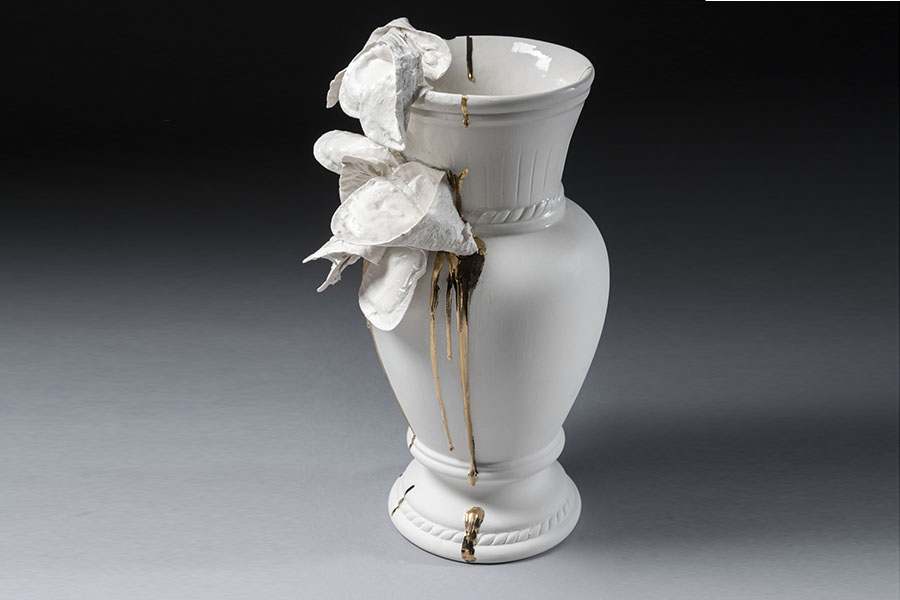 4.Existential vase, detail,slip casted porcelain, and paper-porcelain gilded,Valentina Savic 2018