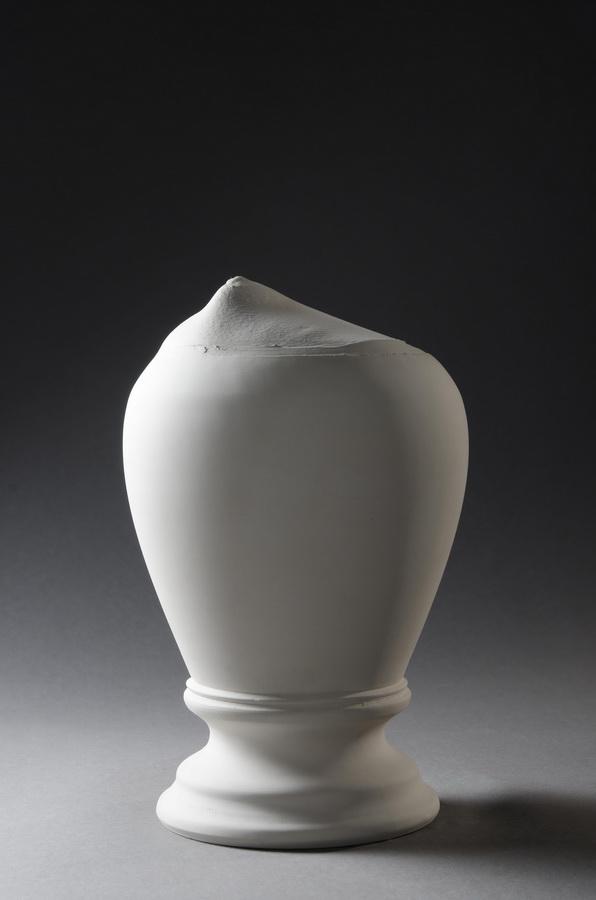 7.Trophy, Interior Accesoires, 2011 casted porcelain, applied ceramic sculpture, Keramikmuseum Westerwald,